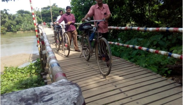The wooden bridge is appreciated by everyone