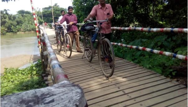 The wooden bridge is appreciated by everyone